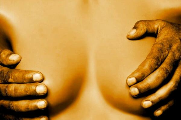 pechos como zona erogena para estimular